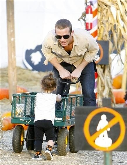 Cam Gigandet prepares for Halloween-27.10.10