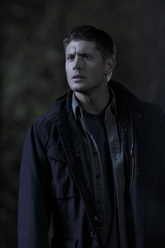 Winchester Girls Обои possibly containing a well dressed person titled Dean Winchester