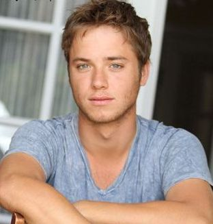 Jeremy Sumpter as Peeta