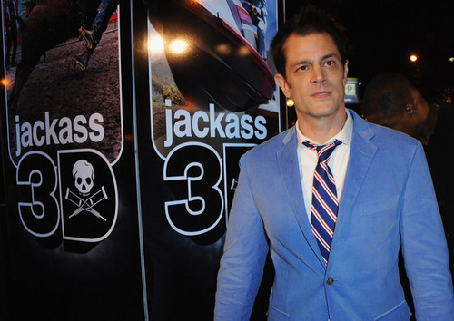 Johnny Knoxville 바탕화면 containing a business suit and a suit titled Johnny Knoxville @ the Paris Premiere of 'Jackass 3D'