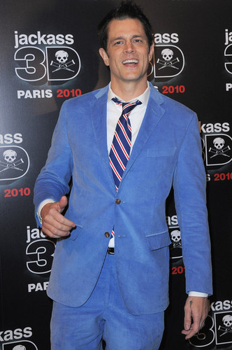 Johnny Knoxville 바탕화면 with a business suit, a suit, and a well dressed person entitled Johnny Knoxville @ the Paris Premiere of 'Jackass 3D'
