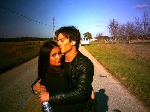 Damon&Elena and Ian&Nina Hintergrund probably containing a fahrbahn and a straße entitled Nian<3