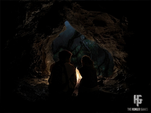 Peeta/Katniss [In the cave]