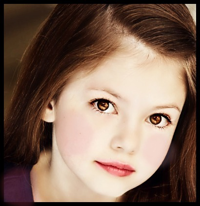 renesmee carlie cullen wallpaper containing a portrait titled Renesmee
