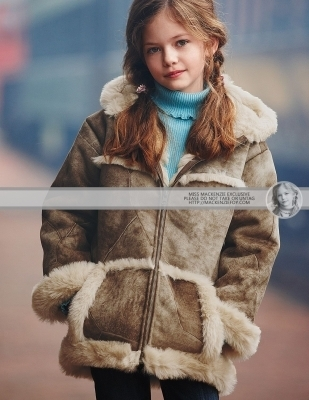 Renesmee wearing a コート
