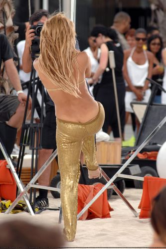 Shakira wears a thong! - shakira Photo