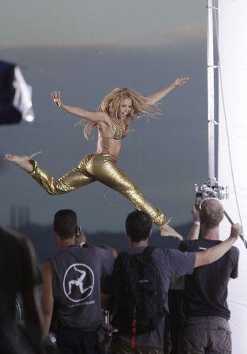 Shakira jump