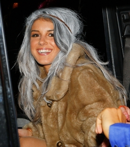 2010-10-30 Shenae Grimes leaves a Halloween Party