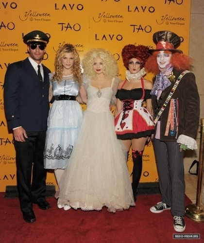 2010-10-30 Veuve Clicquot's Yelloween At Lavo Hosted By AnnaLynne McCord