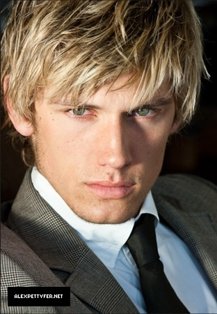 Alex Pettyfer fond d'écran probably containing a business suit titled Alex Pettyfer