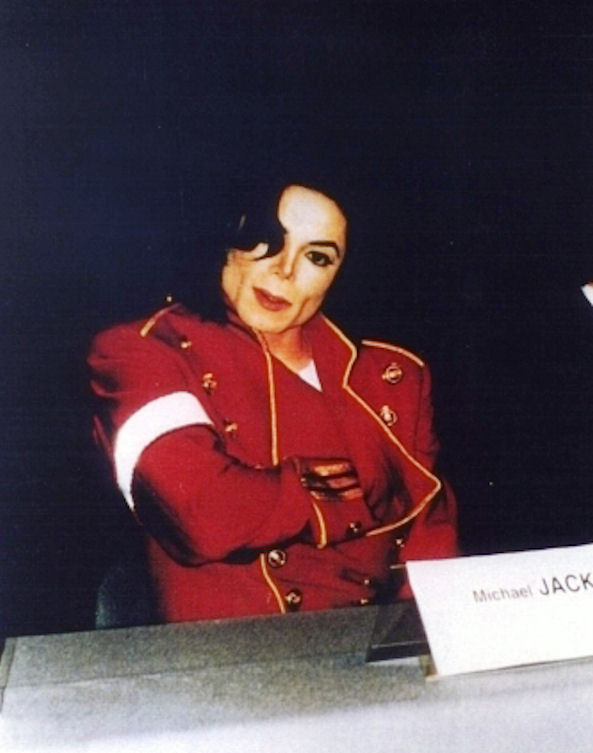 http://images4.fanpop.com/image/photos/16600000/Always-and-Forever-michael-jackson-16650722-593-753.jpg
