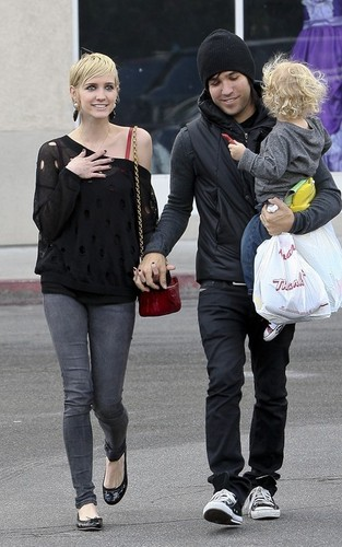 Ashlee, Pete & Bronx out in LA