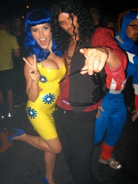 Austin and Sophia in their Dia das bruxas Costumes
