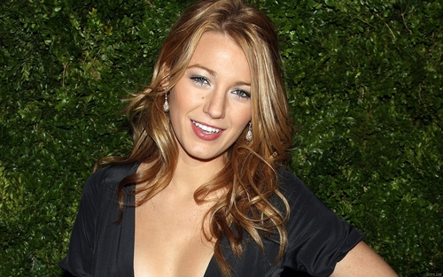 Blake Lively wallpaper containing a portrait titled Blake <3