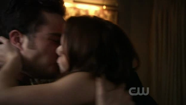 CB piano Sex scene in 4x07 War at the roses