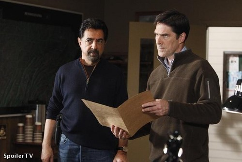 SSA Aaron Hotchner پیپر وال with a business suit, a well dressed person, and a suit entitled CM 6x09 Into the woods