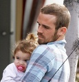 Cam Gigandet and his family 25/10/1910 - twilight-series photo