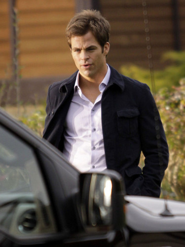 Chris Pine On The Set Of 'This Means War'