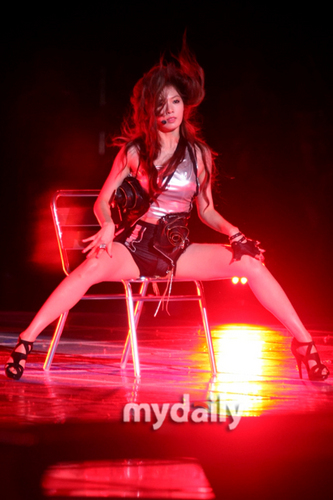 Hyuna live at MNET 20′s Choice