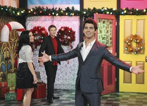 Jemi achtergrond with a business suit, a suit, and a well dressed person titled Jemi in SWAC