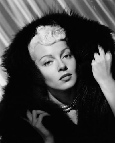 phim cổ điển hình nền probably with a lông, lông thú áo, áo khoác titled Lana Turner