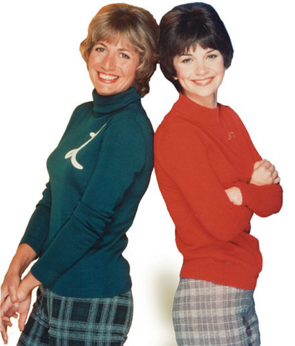 Laverne & Shirley wallpaper containing a leisure wear, a sweatshirt, and an outerwear titled Laverne & Shirley