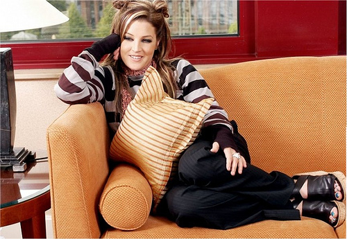 Lisa Marie Presley fond d'écran possibly with a living room and a hip boot called Lisa Marie Presley