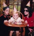 MJ with his children - michael-jackson photo