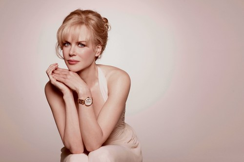 Nicole Kidman wearing Ladymatic in red and 金牌