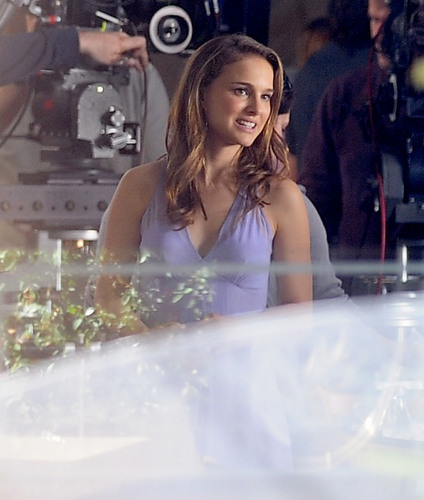 Natalie Portman fond d'écran possibly with a hot tub entitled On set at the House of Pies in Los Feliz, Los Angeles