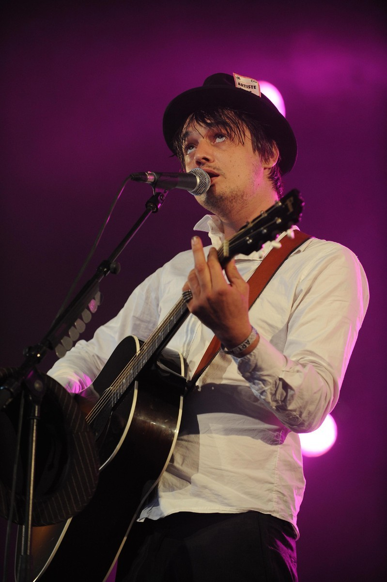 http://images4.fanpop.com/image/photos/16600000/Pete-Doherty-pete-doherty-16633224-799-1200.jpg