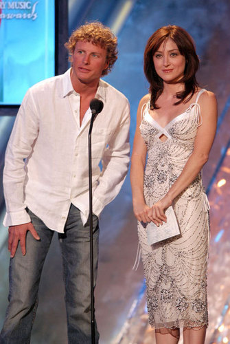 Sasha @ 39th Annual Academy of Country muziek Awards - toon