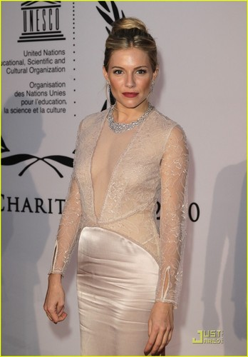 Sienna Miller: Humanitarian Award at Unesco Charity Gala!