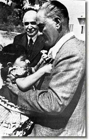 atatürk and child