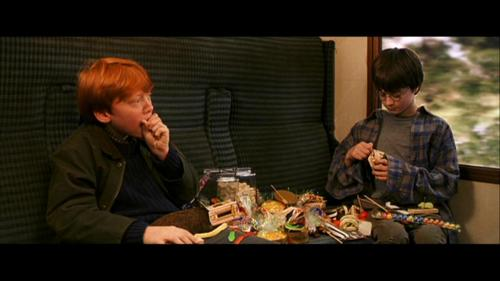 ron and harry eating कैन्डी