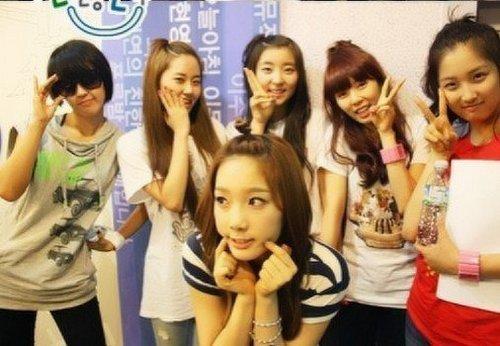 4Minute & Taeyeon.