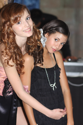 bella thorne fondo de pantalla possibly containing a cóctel, coctel dress entitled Bella & Her Friend