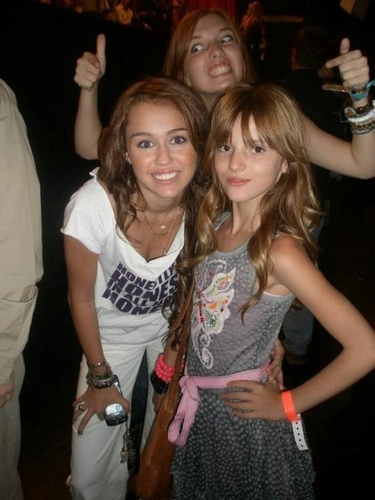 bella thorne wallpaper entitled Bella & Miley Cyrus