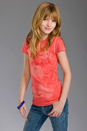 bella thorne wallpaper probably containing bellbottom trousers, a legging, and a puncak, atas called Bella Modeling<3