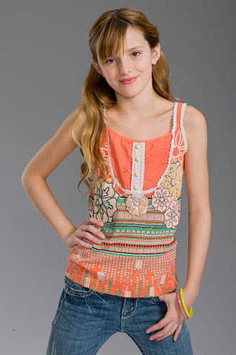 Bella Thorne wolpeyper called Bella Modeling<3