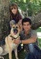 Bella& Taylor Lautner