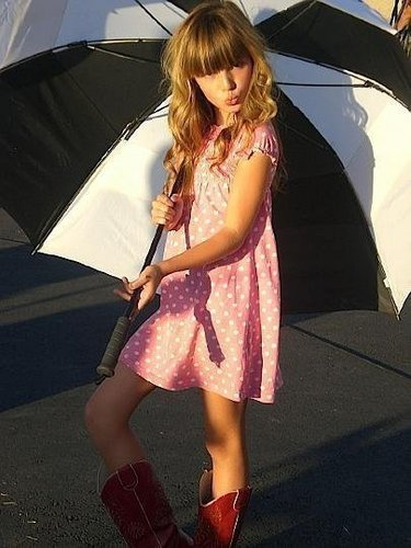 Bella Under Her Umbrella<3