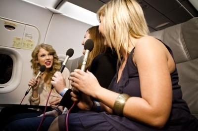 CMT Sweepstakes Winners Fly to L.A. With Taylor nhanh, swift