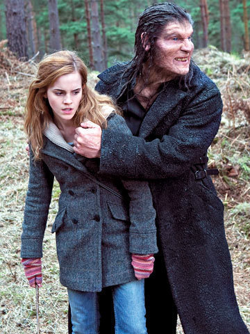 Hermione Granger fond d'écran possibly with a fourrure manteau entitled Deathly Hallows