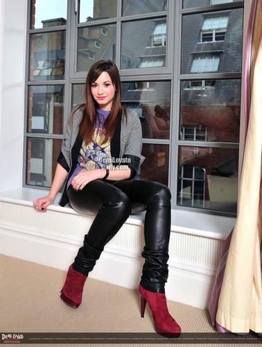 Demi Lovato - D Mirror 2008 photoshoot