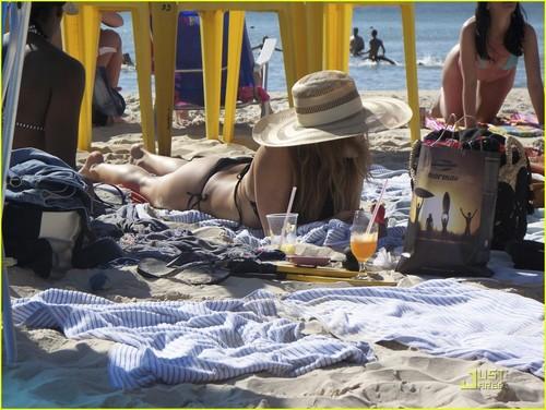 Fergie: Brazilian Bikini