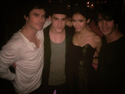Ian's hand xD! - ian-somerhalder-and-nina-dobrev Photo