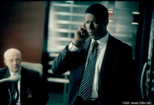Jude Ciccolella & Dennis Haysbert as Mike Novick & David Palmer