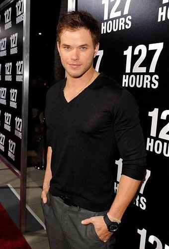 """Kellan Lutz at the premiere of """"127 hours"""" (3.11.10)"""