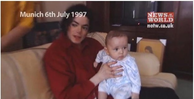 http://images4.fanpop.com/image/photos/16700000/Michael-and-baby-prince-prince-michael-jackson-16792747-624-318.jpg